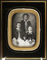 Карл Дуфм — Портрет неизвестной с двумя девочками, 1840-50 (дагеротип, акварель, белила) Штутгарт.